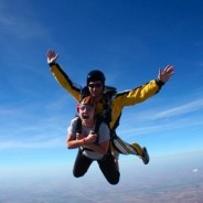 photo two people skydiving in tandem