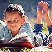 photo young girl reading